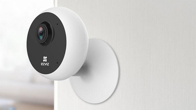 >Caméra intérieure avec liaison audio bidirectionnelle