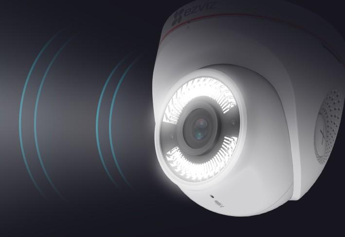 Caméra extérieure avec défense active son et lumière - C4W Ezviz